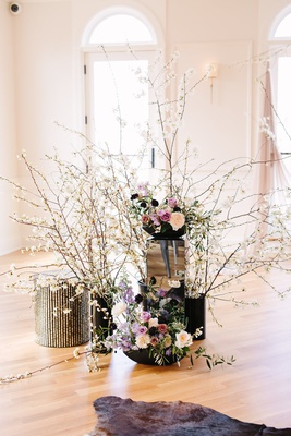 edgy alternative wedding inspiration, white quince flowers, mirrored stands, black vase, roses