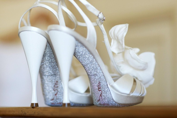 René Caovilla ivory heels with silver glitter on sole