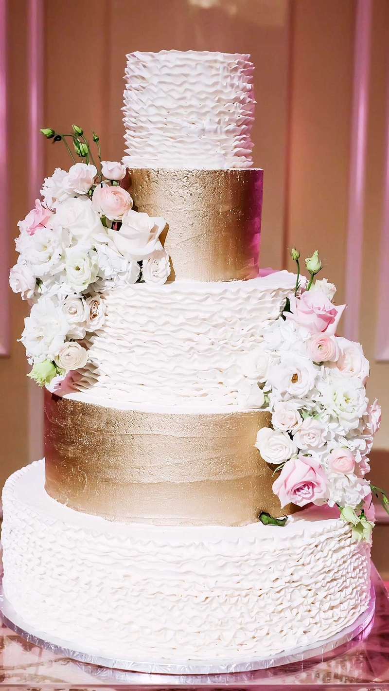 Five Tier 5 White Gold Wedding Cake Bumpy Smooth Real Flowers Classic Dallas