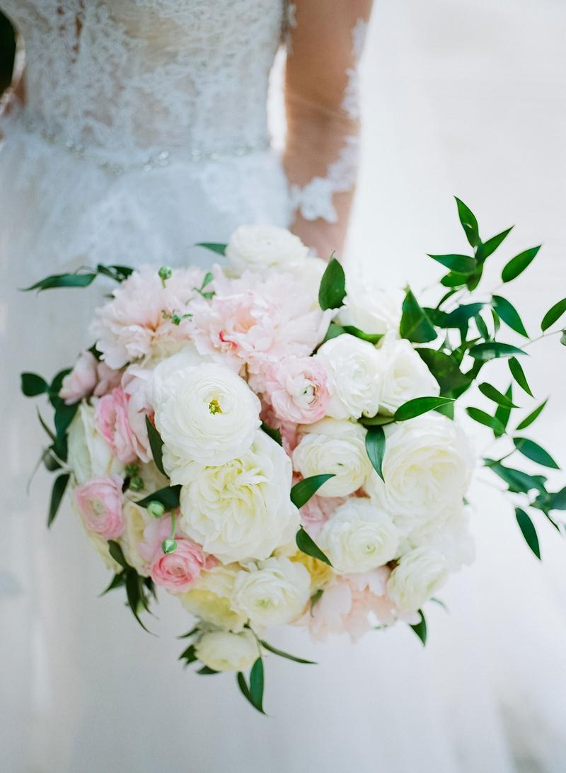 wedding bouquet pink white rose garden rose ranunculus peony flowers greenery