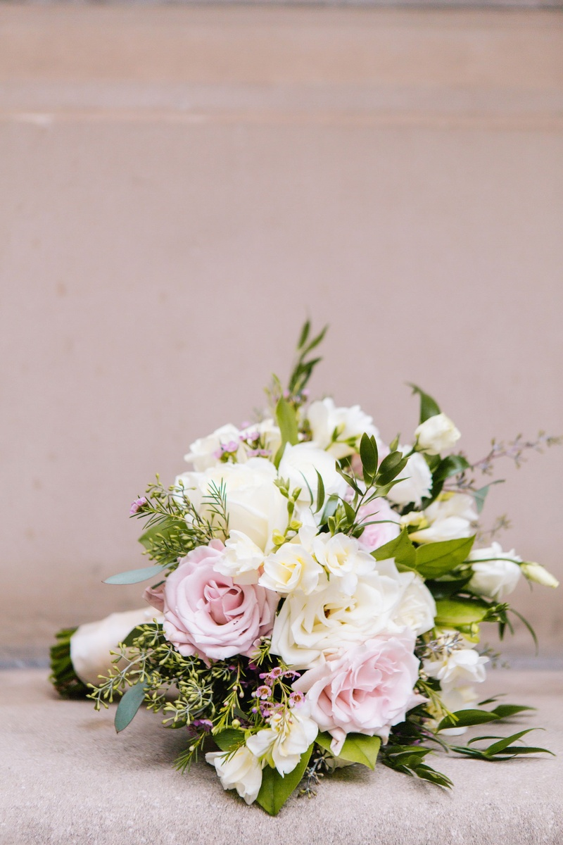 bouquets photos loosely structured bouquet inside weddings. Black Bedroom Furniture Sets. Home Design Ideas
