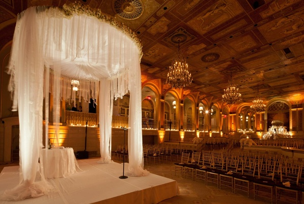 Opulent New York City Wedding With Violet Lighting