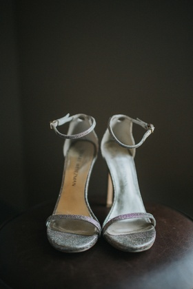 stuart weitzman nudist sandal in lamé argento silver, metallic high heels with ankle strap