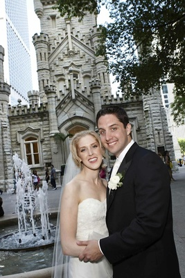 Bride and groom in Chicago, Illinois square