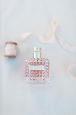 Bride's wedding perfume Valentino Donna women Eau De Parfum Spray 1.7 oz wedding photo detail shot