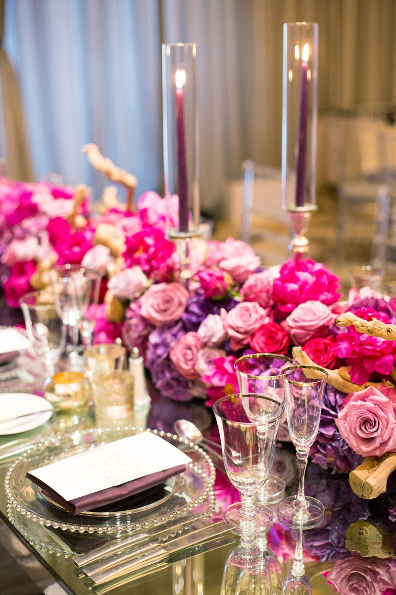 Reception d cor photos pink and purple runners on glass for Glass tables for wedding reception