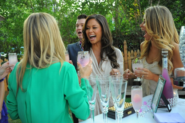 Vanessa Minnillo and friends laugh with cocktails