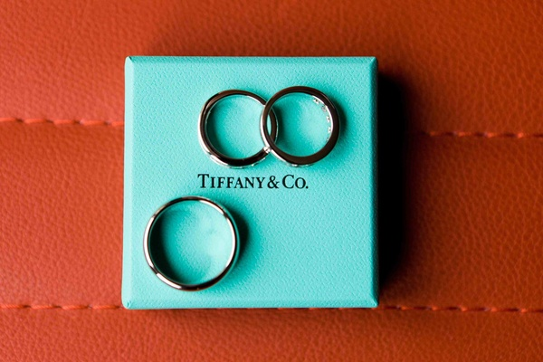 Bridal jewelry and men's bands on Tiffany blue box