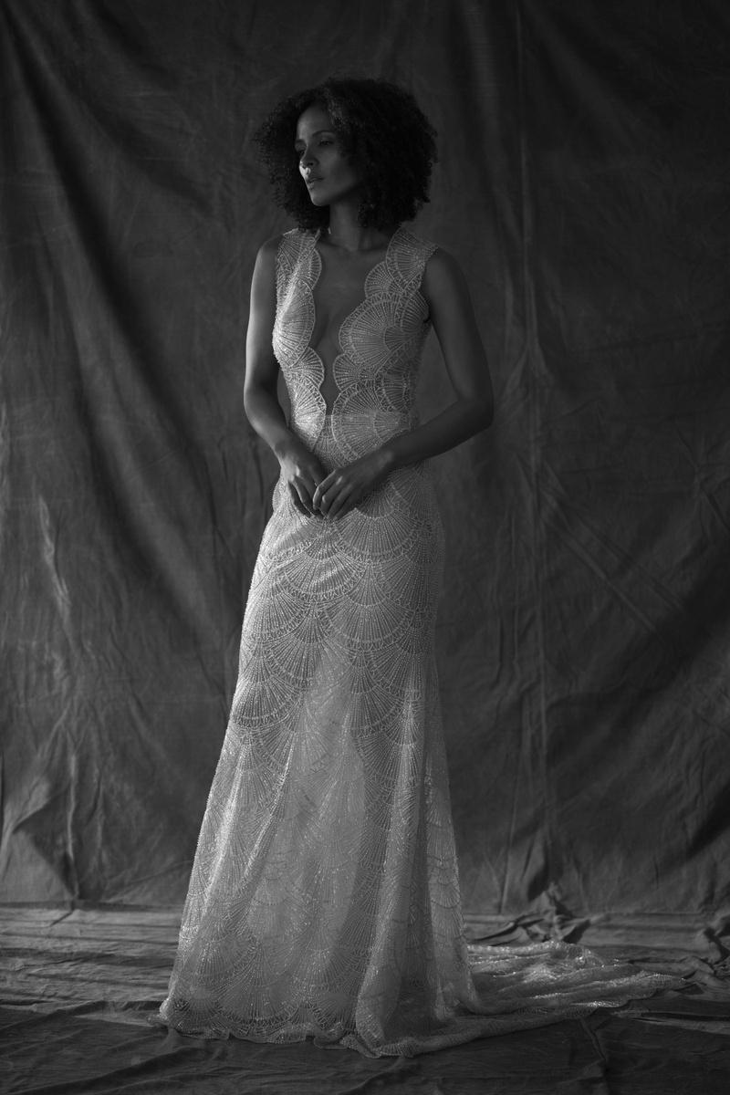 Francesa Miranda fall 2019 bridal collection wedding dress Vittoria v-neck scallop lace fit-&-flare