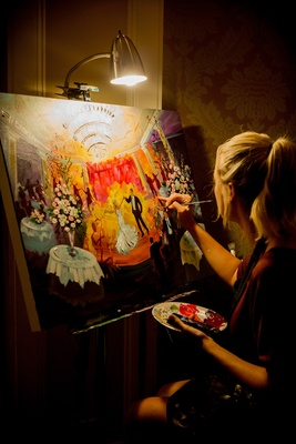 live event painter painting during first dance at wedding