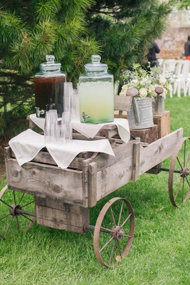 Iced tea and lemonade on cart with plastic cups