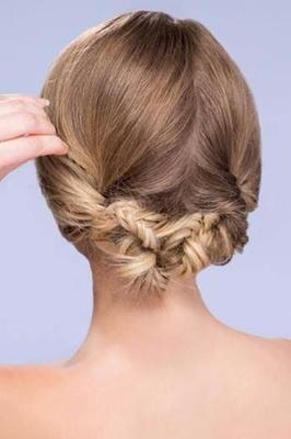 Amazing Diy Wedding Hairstyles Learn How To Style Two Looks Inside Weddings Short Hairstyles Gunalazisus
