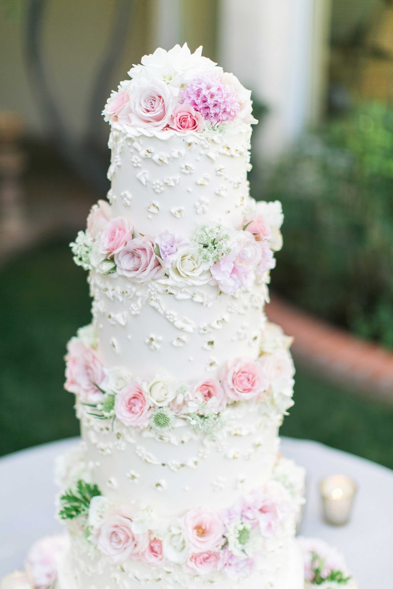 wedding cake with flowers in between layers cakes amp desserts photos white four layer cake with fresh 26882