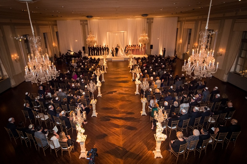 jewish wedding ceremony at the standard club in chicago, large wedding, chandeliers