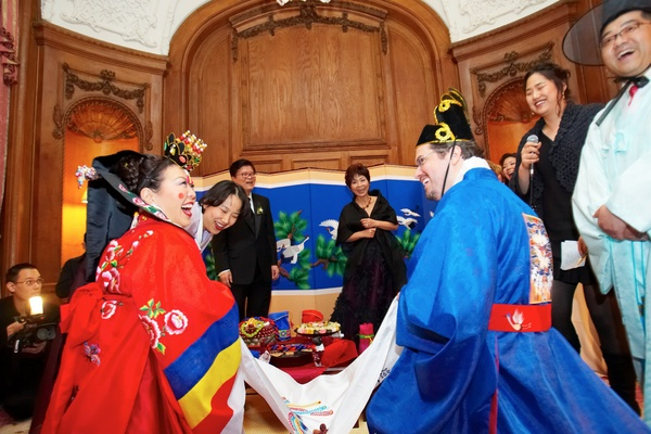 Bride and groom in traditional Korean attire