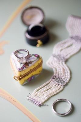 Vintage-Inspired wedding day jewelry with keepsake box