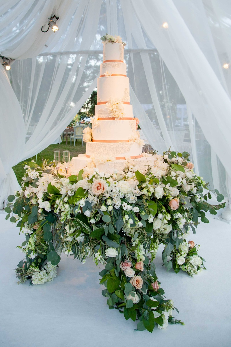 rose gold wedding cake with flowers cakes amp desserts photos gold wedding cake inside 19299