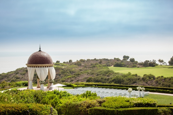 the resort at pelican hill wedding under a rotunda, newport coast wedding venue, orange county venue