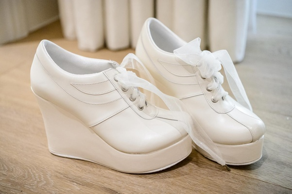 White sneakers with platform heel and ribbon laces