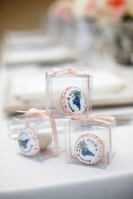 Clear boxes filled with Italian wedding gifts