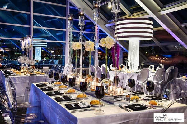Modern black & white table decor.