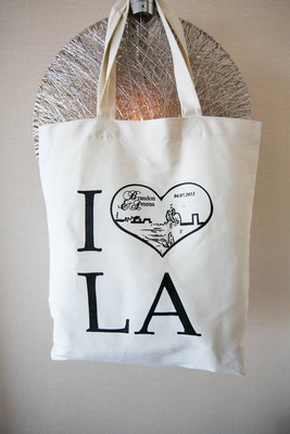 Welcome bag with sketch of couple in heart