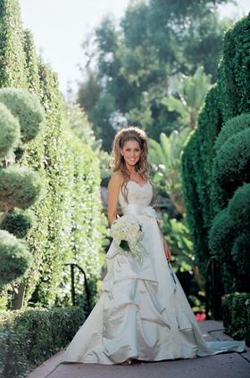 Ivory wedding dress with sweetheart neckline