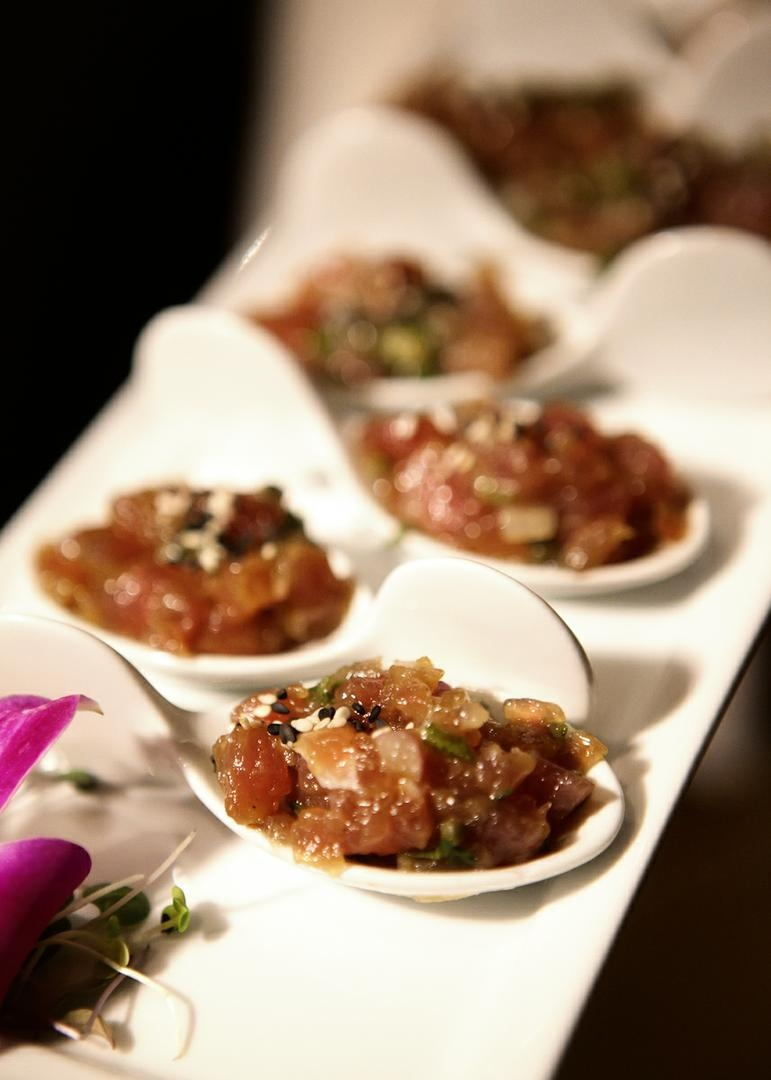 Tray-passed hors d'oeuvres in Chinese spoons