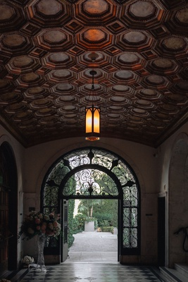 wedding at vibiana, entryway at vibiana, art-deco wedding venues