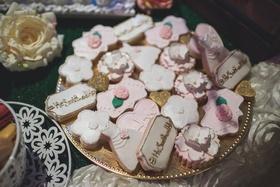 pia toscano american idol jimmy ro smith jennifer lopez wedding cookies couple hashtag flowers pink