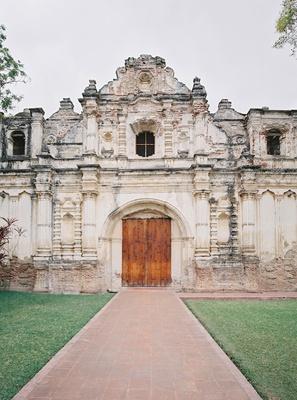 destination wedding in antigua guatemala Iglesia San Jose el Viejo church ceremony venue old ruins