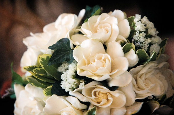Teddi Mellencamp bridal bouquet of white flowers and greenery