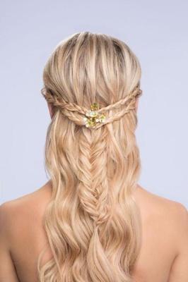 Astounding Diy Wedding Hairstyles Learn How To Style Two Looks Inside Weddings Short Hairstyles Gunalazisus