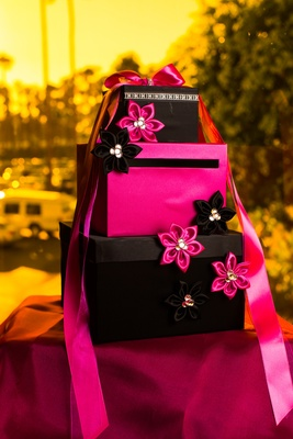 f21cf6eea746 ... Tier gift envelope display with hot pink and black fabric flowers ...
