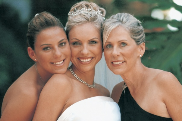 Bride with her sister and mother of the bride