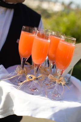 Wedding ceremony lemonade in champagne glasses