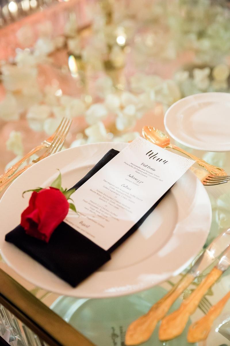 san francisco giants joe panik wedding, red rose at place setting, black napkin