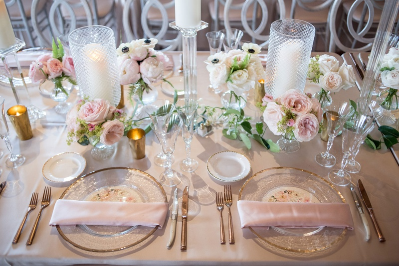 blush reception table, clear charger with gold trim, blush napkins