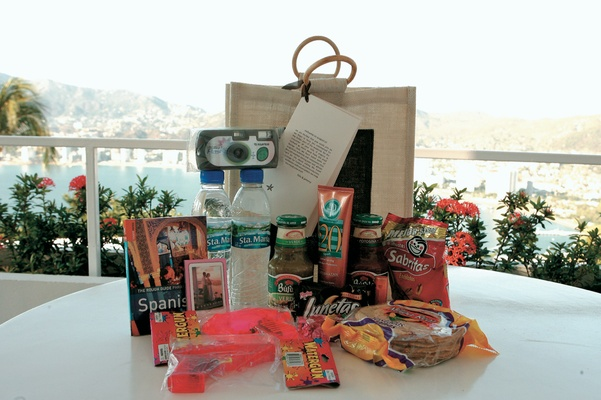 Wedding Gift Bag Ideas Mexico : Destination Wedding Gift Bag Photography: Robert Evans Studios Read ...
