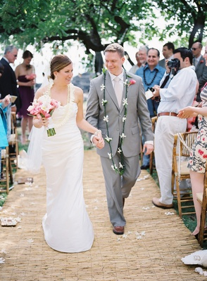 1e23978309ab Tropical & Romantic Destination Wedding in Hawaii - Inside Weddings
