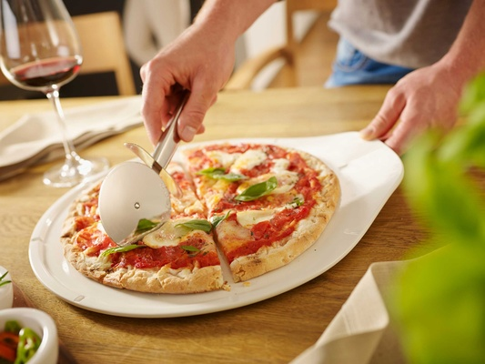 Villeroy & Boch Gifts pizza serving platter good for cutting and slicing items and serving