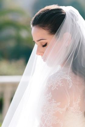 bride with vera wang dress and vera wang veil, winged eyeliner