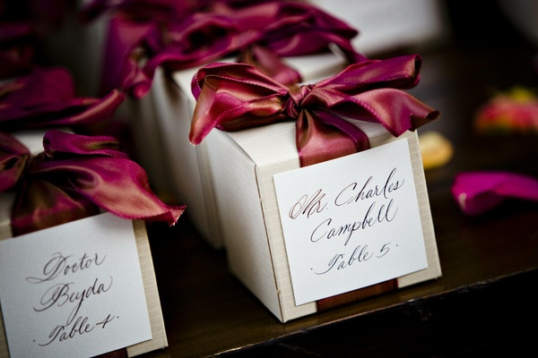 Wedding favors with burgundy ribbon and escort card