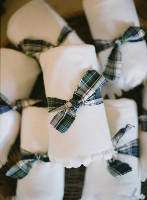White blanket tied with plaid Dress Gordon Tartan