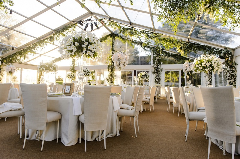 Plexiglass tent wedding with neutral color palette & Reception Décor Photos - Tent Garden Wedding - Inside Weddings