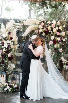 calamigos ranch wedding ceremony, jewish wedding, groom in yarmulke kissed bride