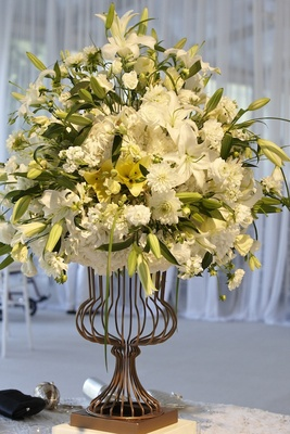 Flower arrangement with white lily at ceremony