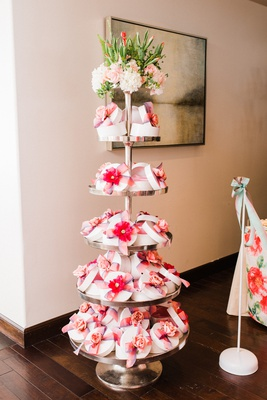 bridal shower favors hat boxes with florals to fill with pastries and cookies