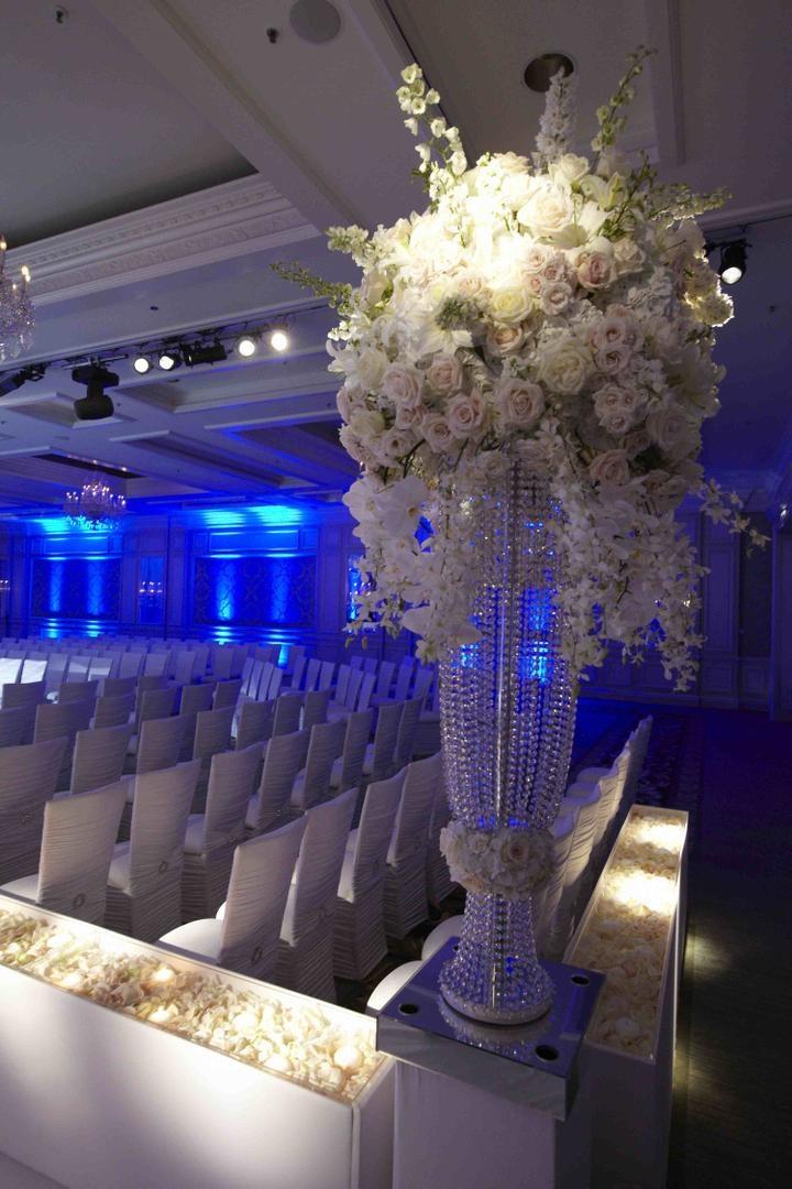 White rose and flower arrangement at Chicago wedding