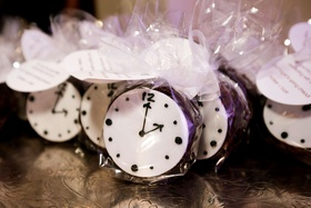 wedding reception favor ideas individually wrapped favors desserts clock design tags round